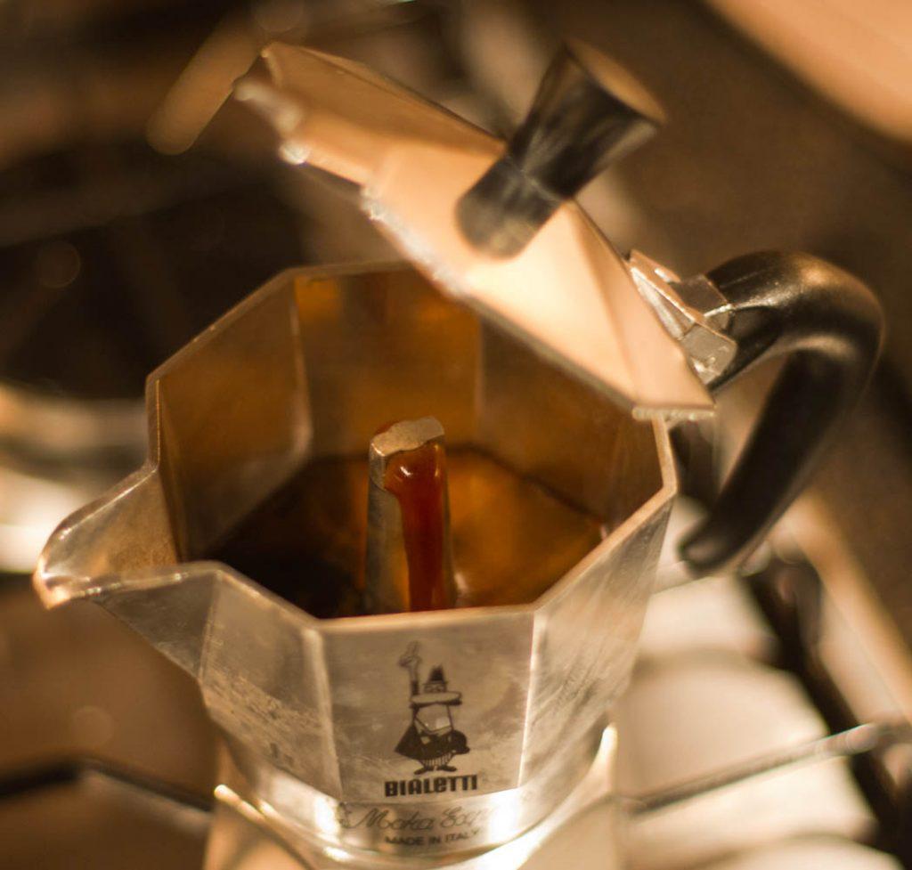 Moka brewing 1024x977 - قوری موکا قوری قهوهساز اسپرسو یا موکا اکسپرس